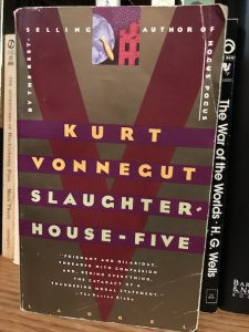 Book Slaughterhouse-Five by Kurt Vonnegut